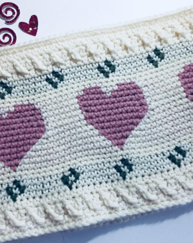 crochet cowl with hearts for valentines day