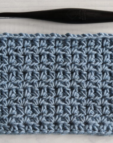 half double v stitch blue Furls Crochet hook