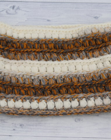 crochet cowl in white and orange
