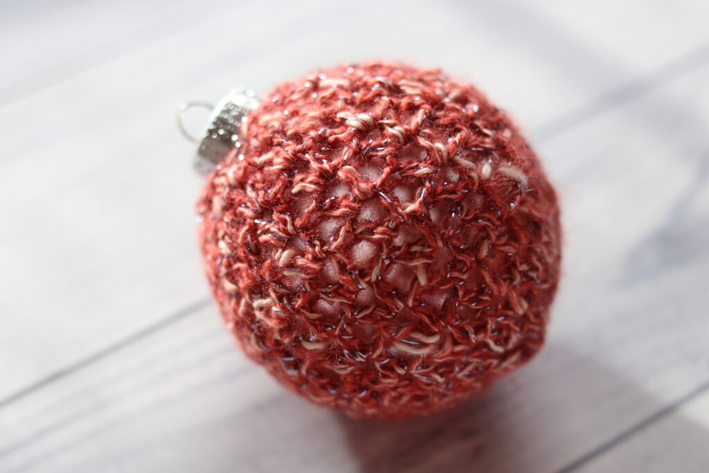 easy crochet Christmas ornament in red