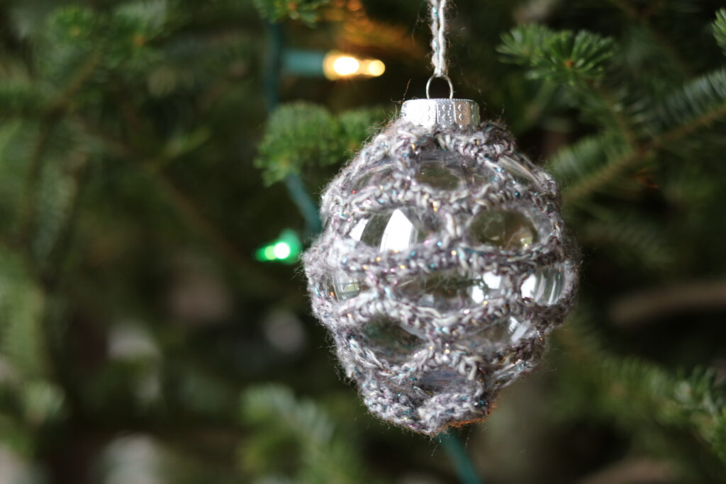 crochet Christmas ornament with honeycomb stitch