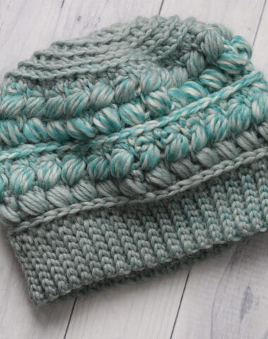 teal coloured crochet hat with puff stitches